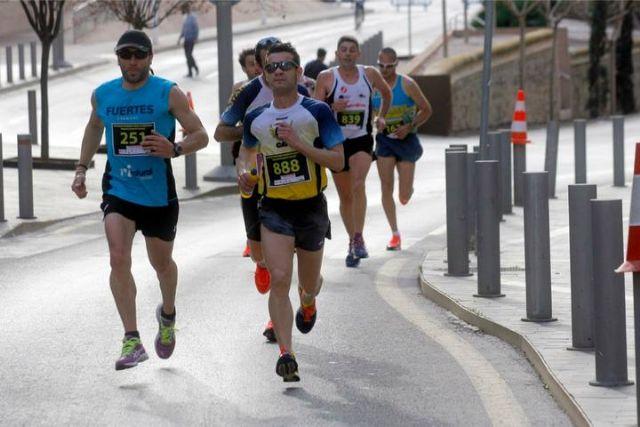 Gran actuación de los atletas del Club Atletismo Totana en la XXII Media Maratón de Cartagena, Foto 1