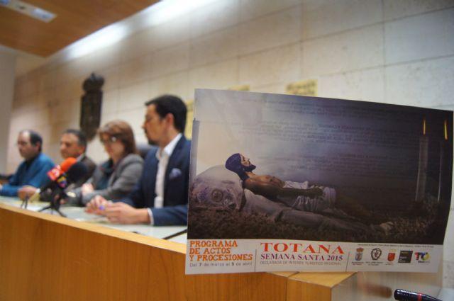 El Ayuntamiento edita 5.000 folletos informativos sobre los actos litúrgicos y culturales de la Semana Santa´2015, Foto 2