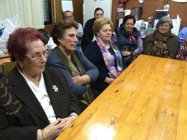Autoridades municipales participan en las actividades organizadas con motivo del Día de la Mujer impulsadas por la Asociación de Amas de Casa, Usuarios y Consumidores las Tres Avemarías, Foto 5