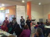 Autoridades municipales acompañan a la Asociación de Amos y Amas de Casa Igual-Dá en el Concurso de Postres