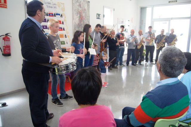 La Orquesta de La Dolorosa ofrece un mini-concierto a los usuarios del Centro de Día de Personas con Enfermedad Mental y Centro Ocupacional José Moyá Trilla, Foto 3