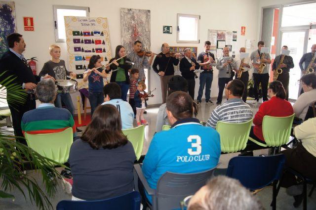 La Orquesta de La Dolorosa ofrece un mini-concierto a los usuarios del Centro de Día de Personas con Enfermedad Mental y Centro Ocupacional José Moyá Trilla, Foto 4