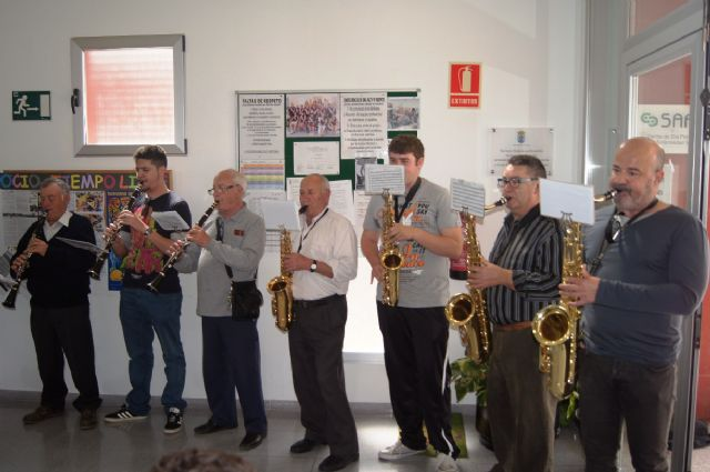La Orquesta de La Dolorosa ofrece un mini-concierto a los usuarios del Centro de Día de Personas con Enfermedad Mental y Centro Ocupacional José Moyá Trilla, Foto 5