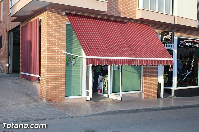 Abre sus puertas Animalicos Totana, una tienda especializada en alimentación de mascotas y animales de granja, Foto 1