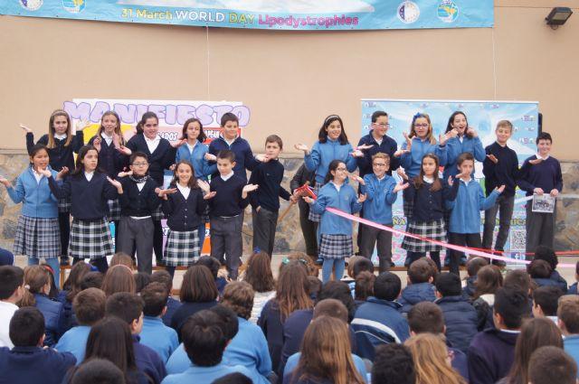 Los niños del colegio La Milagrosa protagonizan el manifiesto del Día Mundial de las Lipodistrofias, Foto 4