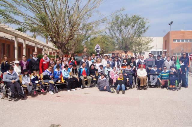 Usuarios de los Centros de Día con Enfermedad Mental y Ocupacional José Moyá Trilla disfrutan de su particular Entierro de la Sardina, Foto 1