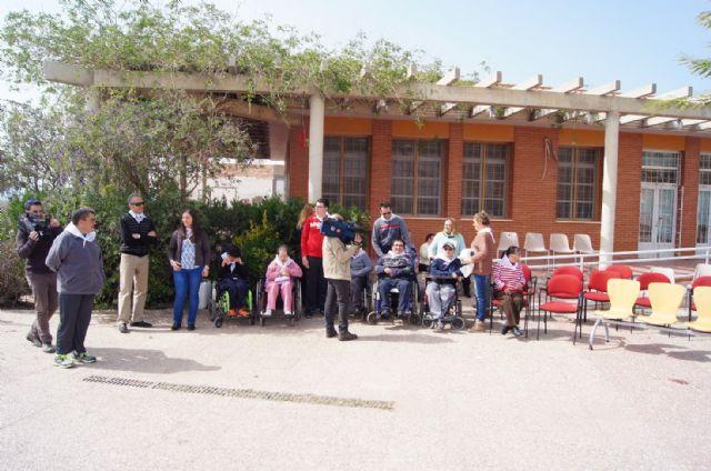 Usuarios de los Centros de Día con Enfermedad Mental y Ocupacional José Moyá Trilla disfrutan de su particular Entierro de la Sardina, Foto 4
