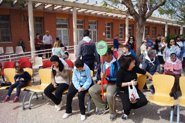 Usuarios de los Centros de Día con Enfermedad Mental y Ocupacional José Moyá Trilla disfrutan de su particular Entierro de la Sardina, Foto 5