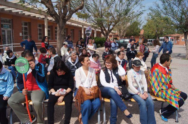Usuarios de los Centros de Día con Enfermedad Mental y Ocupacional José Moyá Trilla disfrutan de su particular Entierro de la Sardina, Foto 7