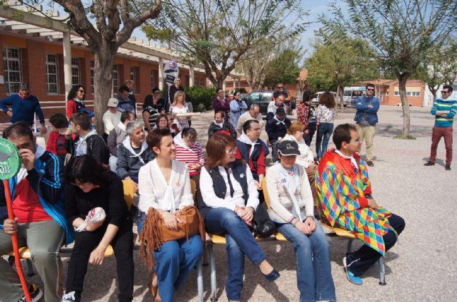 Usuarios de los Centros de Día con Enfermedad Mental y Ocupacional José Moyá Trilla disfrutan de su particular Entierro de la Sardina, Foto 8