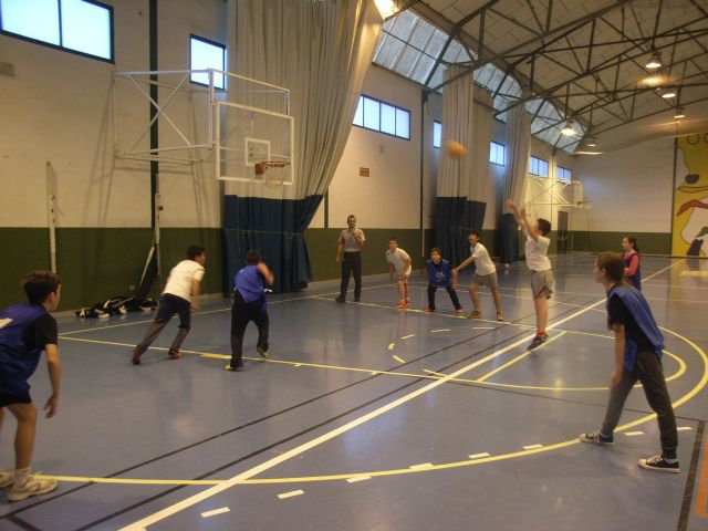 Basketball teams and Futsal Alevín the Reina Sofía College to qualify for the Finals Phase Inter School Sports - 2