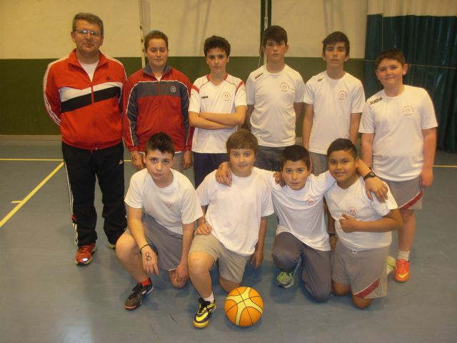 Basketball teams and Futsal Alevín the Reina Sofía College to qualify for the Finals Phase Inter School Sports - 3