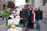 Terele P�vez, Enrique Vill�n y Carolo Ru�z har�n sonar los cascabeles de sus trajes de corremayos por las fiestas de Alhama de Murcia durante este fin de semana
