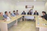 El consejero de Fomento respalda la llegada del AVE a Lorca en su reunión con los Jóvenes Empresarios del Guadalentín