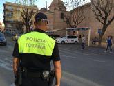 La Policía Local detiene a tres jóvenes por un presunto robo de combustible en un camión, en el barrio Tirol-Camilleri