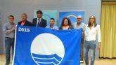 Mazarrón recibe las siete banderas azules que ondearán este verano en sus playas
