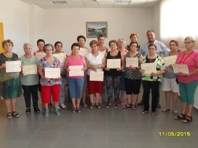 Clausura y entrega de diplomas a las alumnas participantes en el programa municipal de Gimnasia para Mayores en El Paretón, Foto 1