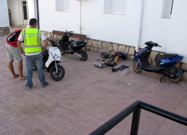 La Guardia Civil desmantela una banda juvenil dedicada a la sustracción y modificación de ciclomotores en Totana, Foto 4