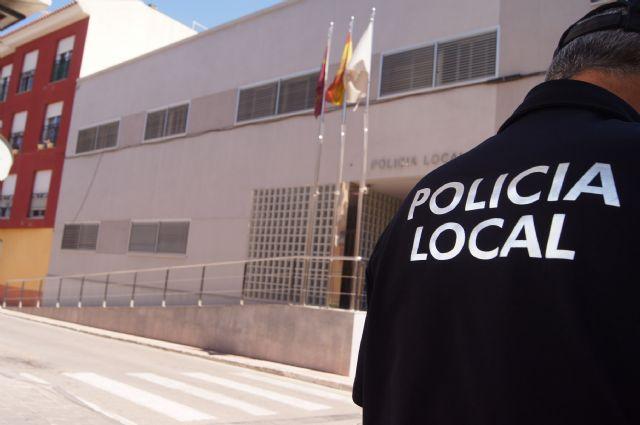 La Policía Local detiene a una pareja, vecinos de Totana, que robaba gasoil en un camión estacionado en la avenida Juan Carlos I de esta localidad, Foto 1