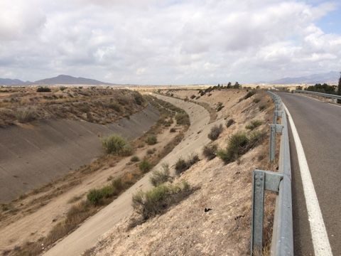 El alcalde advierte del peligro que existe de inundación en el núcleo rural de Las Ventas y el Camino Real por una embocadura abierta en el Canal de El Paretón si la CHS no toma medidas, Foto 2