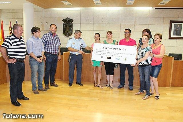 El EVA-13 entrega a D´genes y AELIP 2.558 euros recaudados en la carrera Dragon Challenge, Foto 1