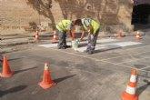 Realizan trabajos de repintado de la señalización horizontal en algunas calles del centro urbano de la ciudad de Totana