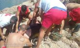 Salvamento rescata a una mujer accidentada en El Moj�n