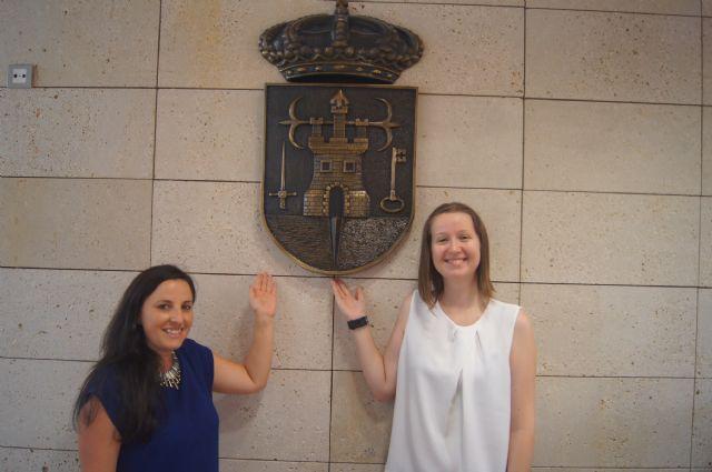 Dos jóvenes europeas realizan sus prácticas laborales formativas en el Ayuntamiento de Totana en el marco del Programa Eurodisea, Foto 1