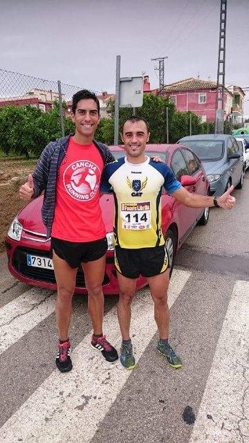 Atletas totaneros corren bajo la lluvia en Mula, Foto 3