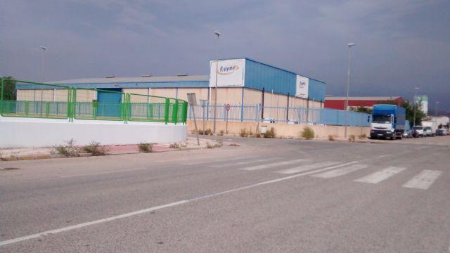 El PP denuncia el estado de abandono de los jardines y falta de limpieza general que sufre el Polígono Industrial de Totana, Foto 1