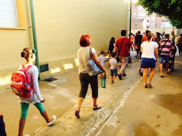 Un total de 3.478 alumnos de Educación Infantil y Primaria comenzaron hoy el curso escolar 2015/16 con normalidad en los once colegios de Totana, Foto 1
