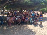 Autoridades municipales clausuran, con su visita, el programa de viajes a la Cala del Pino