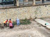 Limpian las ramblas de La Santa y el Cementerio