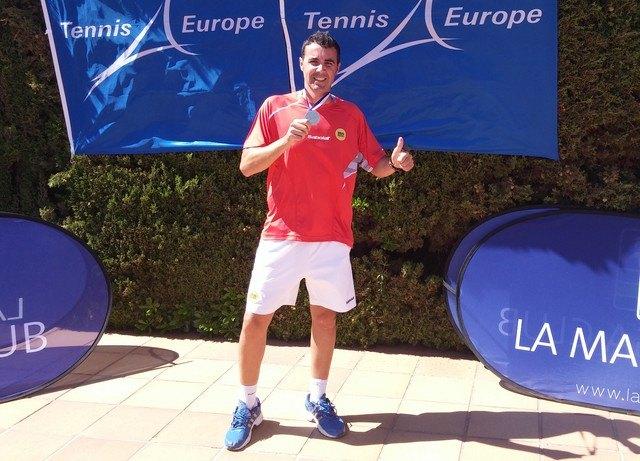 El totanero Pedro Cánovas Subcampeón de Europa por Clubs de veteranos +35, Foto 2
