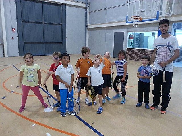 Comenzan las clases de tenis extraescolares en La Hoya, impartidas por la Escuela de Tenis Kuore de Totana, Foto 1