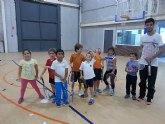 Comenzan las clases de tenis extraescolares en La Hoya, impartidas por la Escuela de Tenis Kuore de Totana