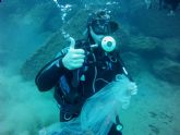 Un centenar de buceadores participa en la limpieza de fondos de la red de vigilantes marinos