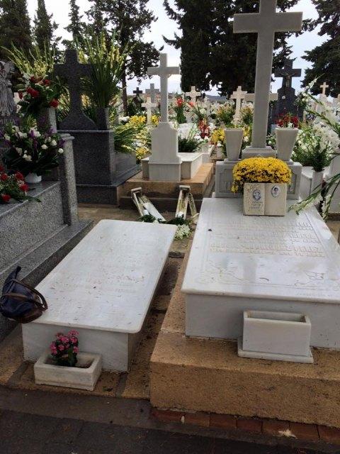 El viento y la lluvia provocan desperfectos en el cementerio, Foto 1