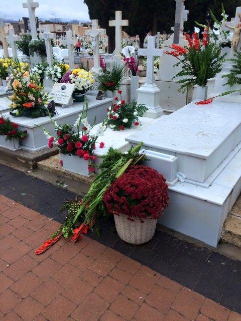 El viento y la lluvia provocan desperfectos en el cementerio, Foto 3