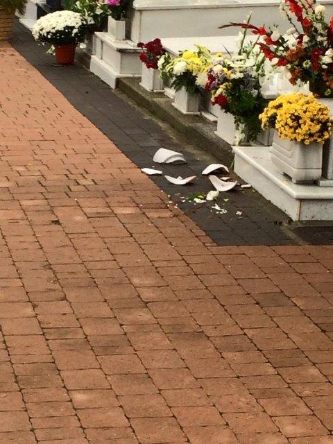 El viento y la lluvia provocan desperfectos en el cementerio, Foto 4