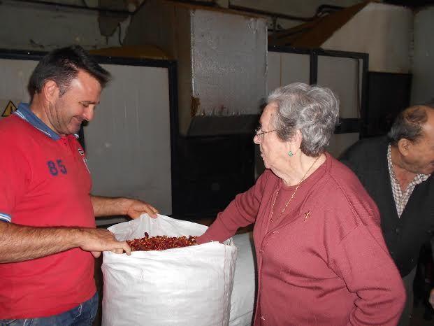 El Centro de Día para Personas Mayores Dependientes realiza una visita a un secadero de Totana dentro de las actividades lúdicas de otoño, Foto 2