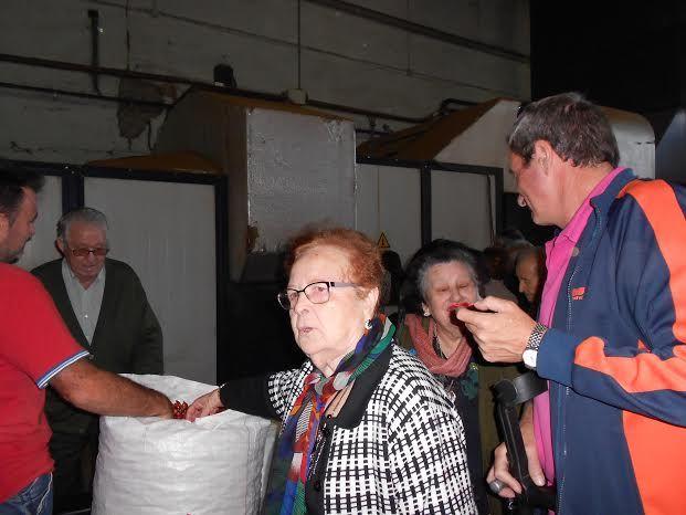 El Centro de Día para Personas Mayores Dependientes realiza una visita a un secadero de Totana dentro de las actividades lúdicas de otoño, Foto 3