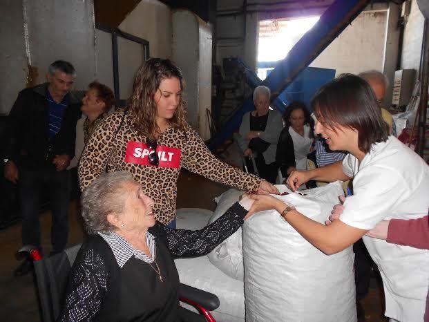 El Centro de Día para Personas Mayores Dependientes realiza una visita a un secadero de Totana dentro de las actividades lúdicas de otoño, Foto 4