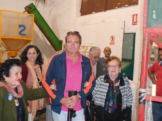 El Centro de Día para Personas Mayores Dependientes realiza una visita a un secadero de Totana dentro de las actividades lúdicas de otoño, Foto 7