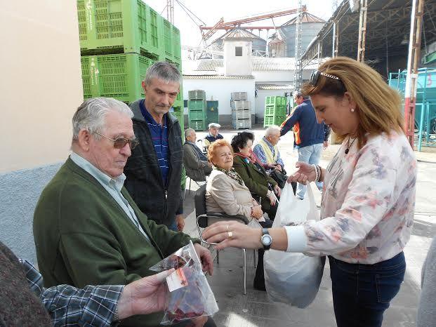 El Centro de Día para Personas Mayores Dependientes realiza una visita a un secadero de Totana dentro de las actividades lúdicas de otoño, Foto 9