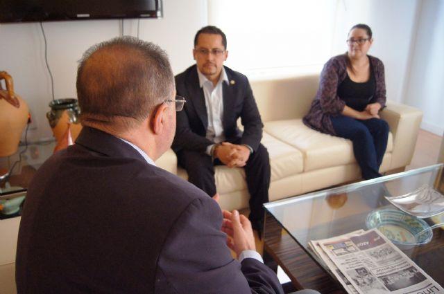 El alcalde se entrevista con el diputado nacional de Ecuador, Esteban Melo, Foto 2