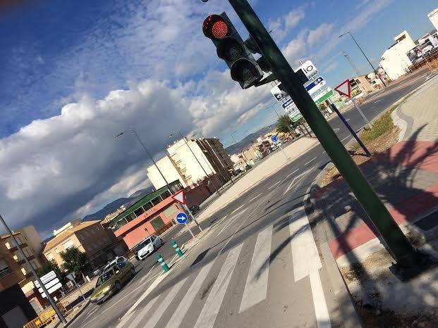 Entran en funcionamiento los semáforos reguladores de la rotonda de la Kabuki, Foto 1