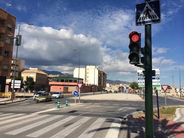 Entran en funcionamiento los semáforos reguladores de la rotonda de la Kabuki, Foto 2
