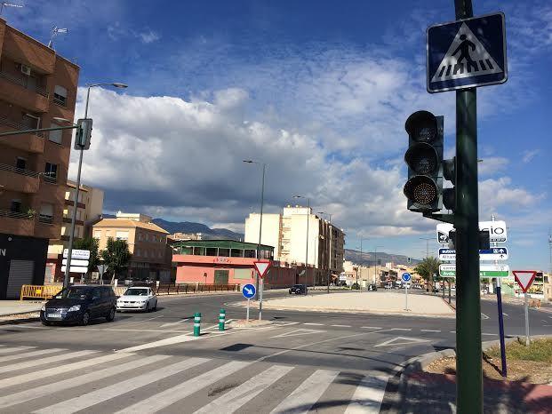 Entran en funcionamiento los semáforos reguladores de la rotonda de la Kabuki, Foto 5