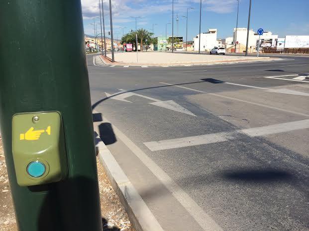 Entran en funcionamiento los semáforos reguladores de la rotonda de la Kabuki, Foto 6